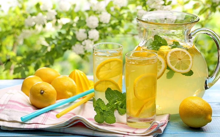 Lemon water to cleanse body